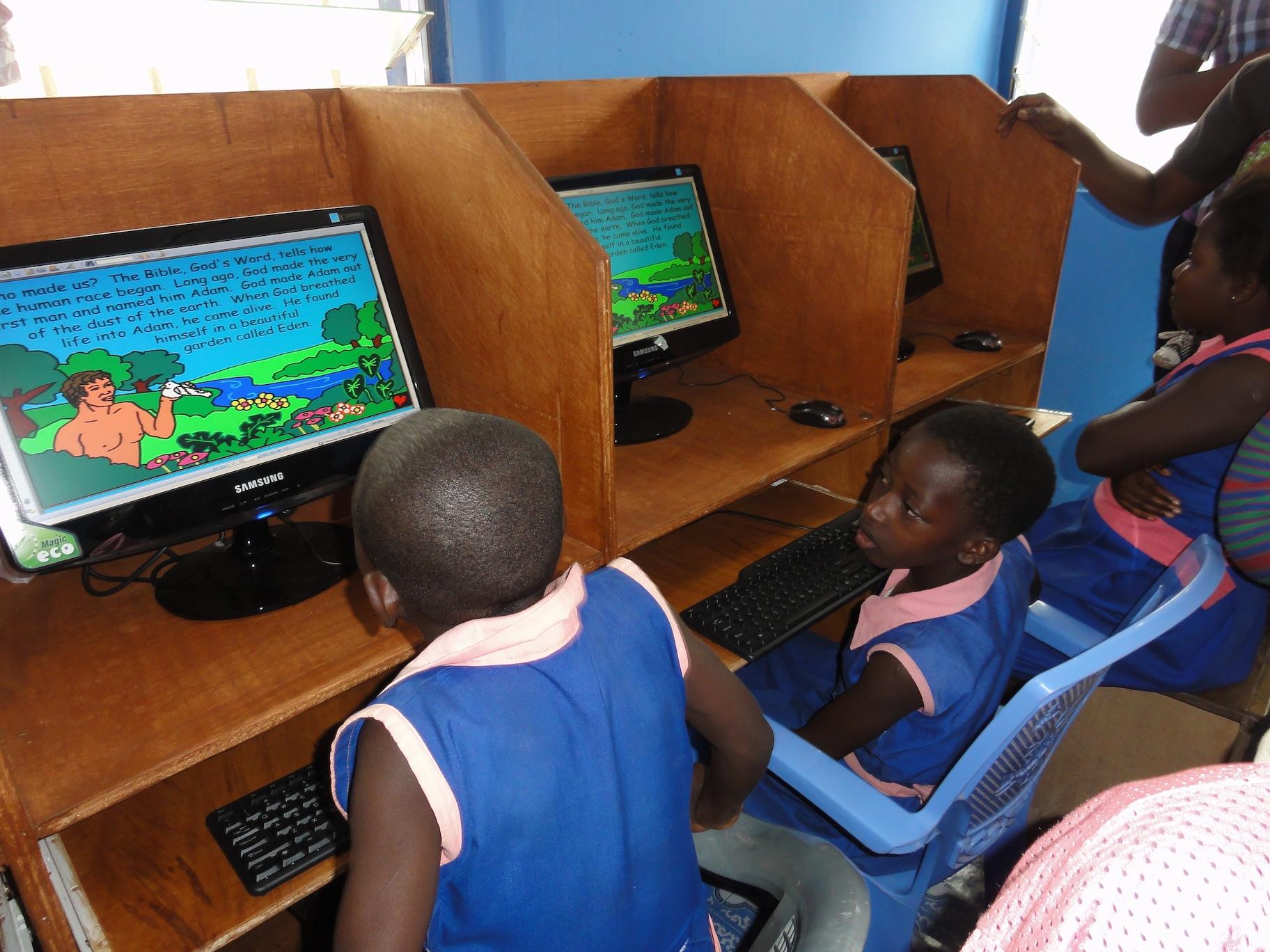 2012.07.31 Computer Lab in Tema, Ghana DSC01744